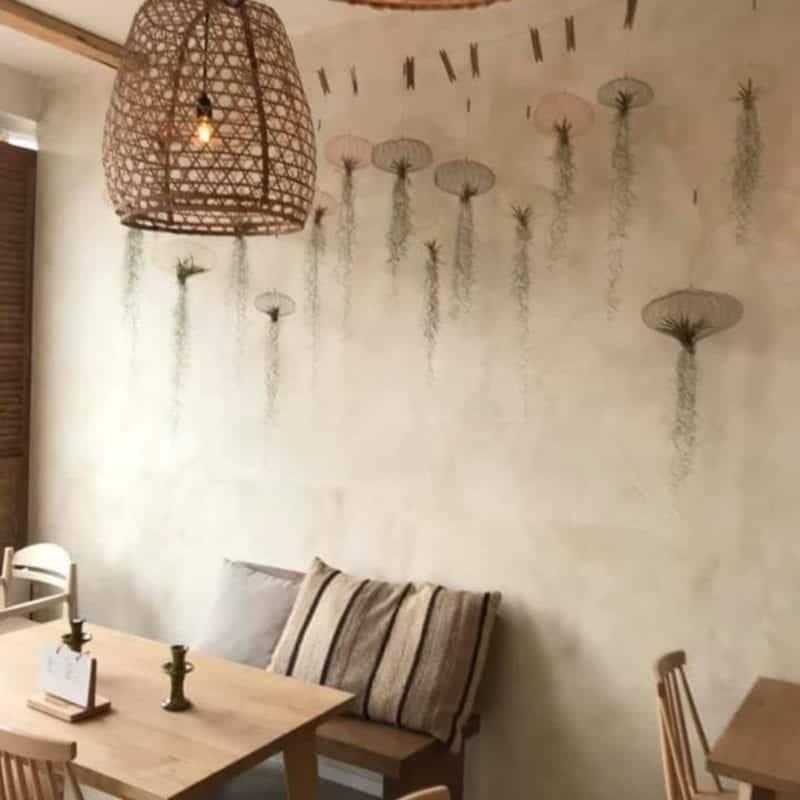 Betonlookverf - inspiratie - bedrijven - beige - restaurant Rodos Leiden